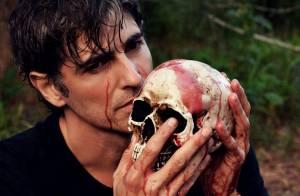 Reynaldo Gianecchini, de 'Em Família', faz ensaio fotográfico com 'sangue'