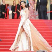 Safiras e vestido vintage: o look de Adriana Lima no 7º dia de Cannes 2018