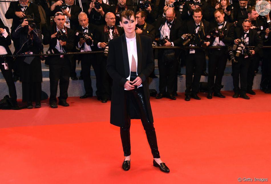 Kristen Stewart prestigiou a exibição do filme 'Knife + Heart' no Palais des Festivals, durante o Festival de Cannes, em 17 de maio de 2018