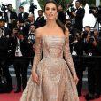 Alessandra Ambrosio levou brilho para o red carpete do filme 'The Wild Pear Tree (Ahlat Agaci)', no Festival de Cinema de Cannes