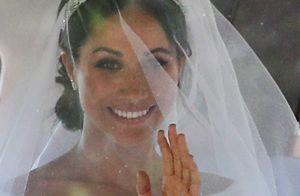 Meghan Markle usa vestido minimalista e tiara de diamante em casamento com Harry