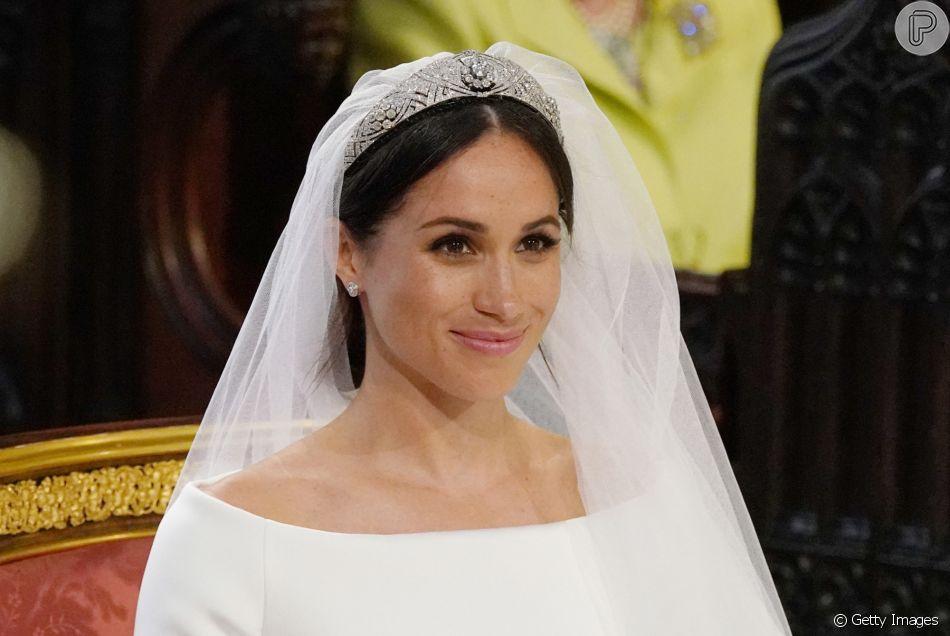 Meghan Markle usa vestido minimalista com véu de 5 metros para casamento com o príncipe Harry, neste sábado, 19 de maio de 2018, em Windsor, na Inglaterra