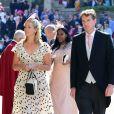 Edwina Louise Grosvenor, acompanhada de Dan Snow, usou um look claro no casamento do príncipe Harry com Meghan Markle