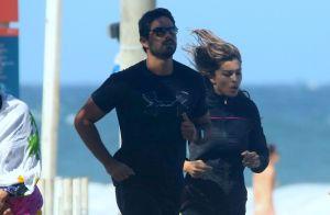 Grazi Massafera corre com o namorado, Patrick Bulus, na orla do Rio de Janeiro