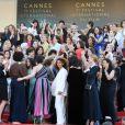No protesto, atrizes, diretoras, produtoras e outras mulheres que trabalham na indústria cinematográfica se reuniram para dar voz à diferença de gênero que ainda é presente no festival