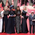 Haifaa al-Mansour, Kristen Stewart, Lea Seydoux, Khadja Nin, Ava DuVernay, Cate Blanchett e Agnes Varda caminham pelo tapete vermelho em protesto à desigualdade de gênero no festival