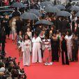 No protesto, as atrizes vestiram looks Balmain, maison cujo estilista vem buscando maior representatividade no mundo fashion