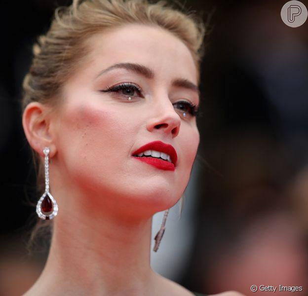 Conheça a nova tendência de make para os olhos usada pela atriz americana Amber Heard durante o Festival de Cannes 2018