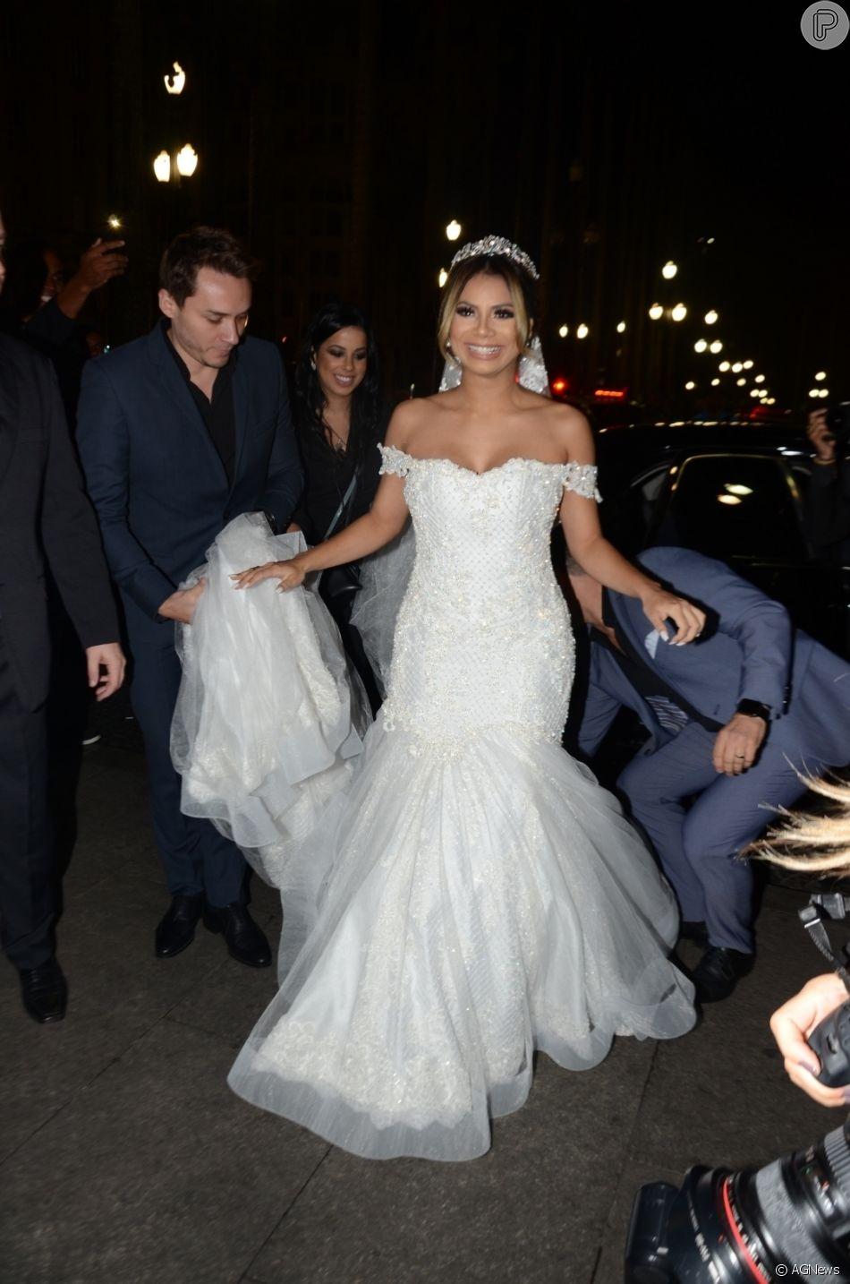 Lexa usou um vestido sereia no casamento com MC Guimê, na Catedral da Sé, em São Paulo, na terça-feira, 22 de maio de 2018