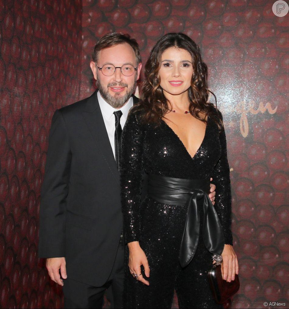 Paula Fernandes foi acompanhada do namorado, Claudio Mello, na festa de 90 anos da Kopenhagen, em São Paulo, nesta terça-feira, 22 de maio de 2018