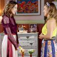 Cecília (Bia Arantes) fala com  Fátima (Rai Teichimam) que suspeita estar grávida , na novela 'Carinha de Anjo'