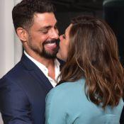 Cauã Reymond e a namorada, Mariana Goldfarb, trocam carinhos em evento. Fotos!