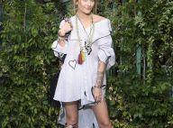 Botas em patchwork destacam look de Paris Jackson em evento da Dior. Fotos!