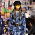 O trabalho em patchwork foi destaque no desfile outono/inverno 2018 da Dior na Paris Fashion Week, na França, em 27 de fevereiro de 2018