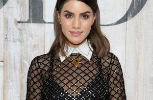 Transparência e elegância: Camila Coelho elege look com tule bordado para evento