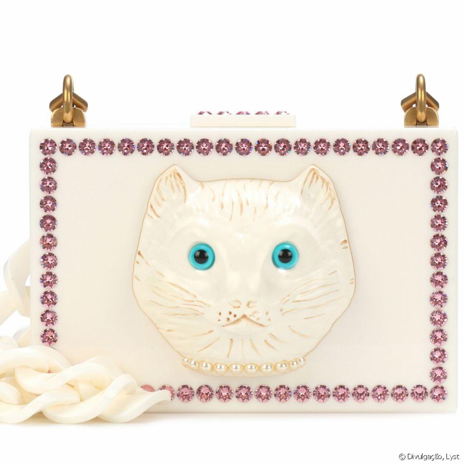 A clutch minaudière da Gucci, com o rosto de um felino, é vendida no site  Lyst por   3.450, cerca de R  13 mil bedd22a9bd