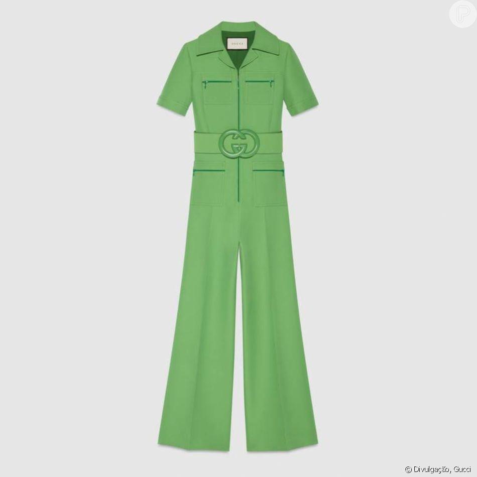 Atualmente indisponível no site da Gucci, o jumpsuit verde usado por Julia  Konrad custa   4,3 mil, aproximadamente R  16 mil 04d60da6e8