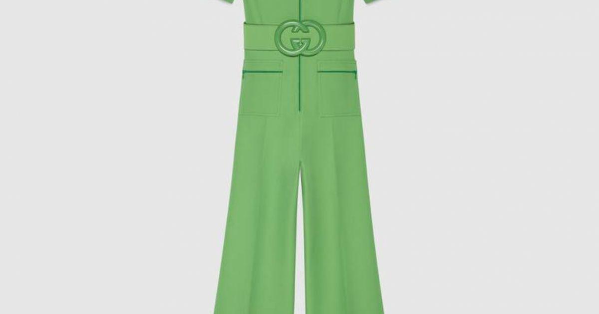 Atualmente indisponível no site da Gucci, o jumpsuit verde usado por Julia  Konrad custa   4,3 mil, aproximadamente R  16 mil - Purepeople 3c7d529d2d