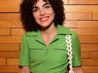 Monocromia verde: Julia Konrad combina macacão Gucci e bolsa de felino em evento