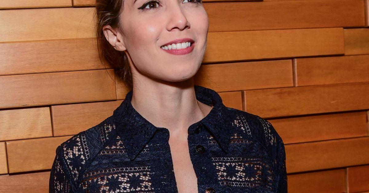 Marjorie Estiano usou a camisa desabotoada, levando decote ao look da  pré-estreia do filme  Paraíso Perdido , em São Paulo, nesta segunda-feira,  ... 1d1e813463
