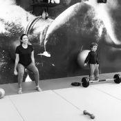 Patricia Abravanel faz exercícios e filho, Pedro, a imita: 'Treino em família'