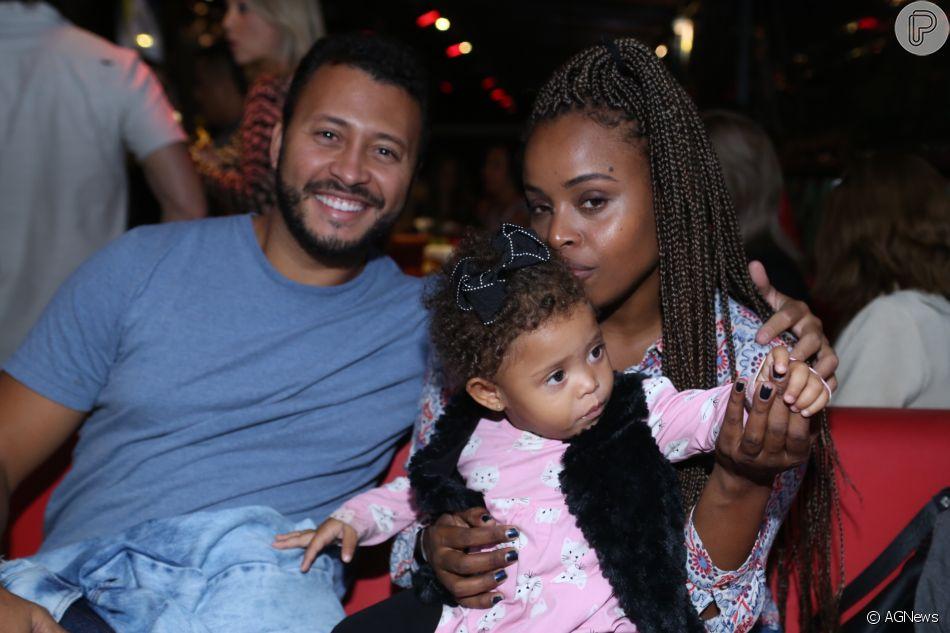 Roberta Rodrigues curtiu a noite de quinta-feira, 31 de maio de 2018, com a família