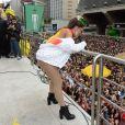 Anitta arrasta multidão na Avenida Paulista
