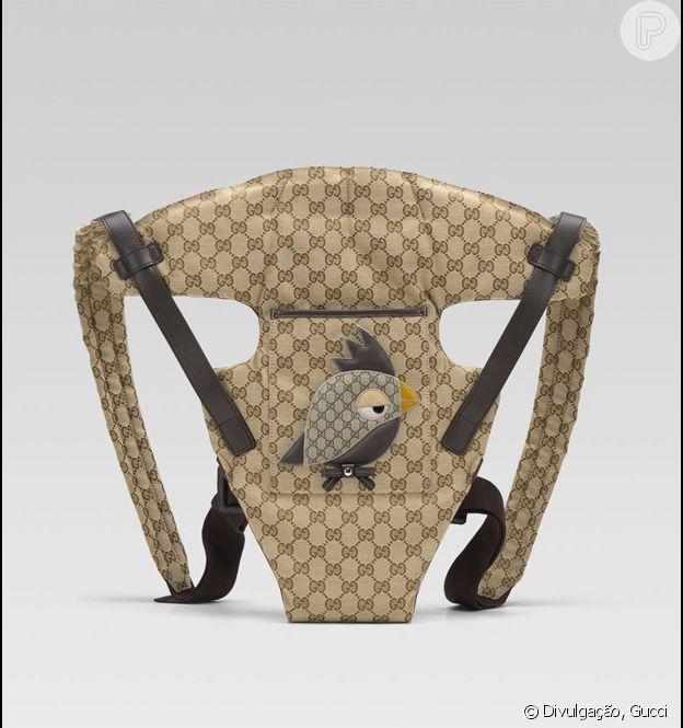Kylie Jenner usa carregador Gucci de R$ 3.500