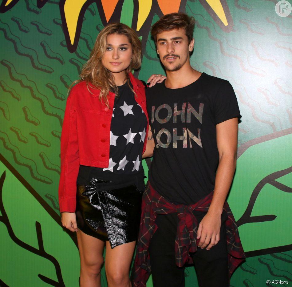 Bruno Montaleone exibiu um momento fofo com a namorada, Sasha Meneghel, no Stories. Veja a seguir!