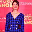 Thaila Ayala investiu em vestido com ombreira e botões para lançar o filme 'Talvez Uma História de Amor'
