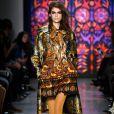 A modelo Kaia Gerber também desfila pela grife norte-americana Anna Sui