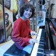 João (Igor Jansen) aprende a tocar outras músicas sozinho, no capítulo que vai ao ar sexta-feira, dia 15 de junho de 2018, na novela 'As Aventuras de Poliana'