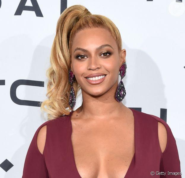 Beyoncé exibe fotos dos gêmeos, Rumi e Sir Carter, em show da nova turnê. Veja!