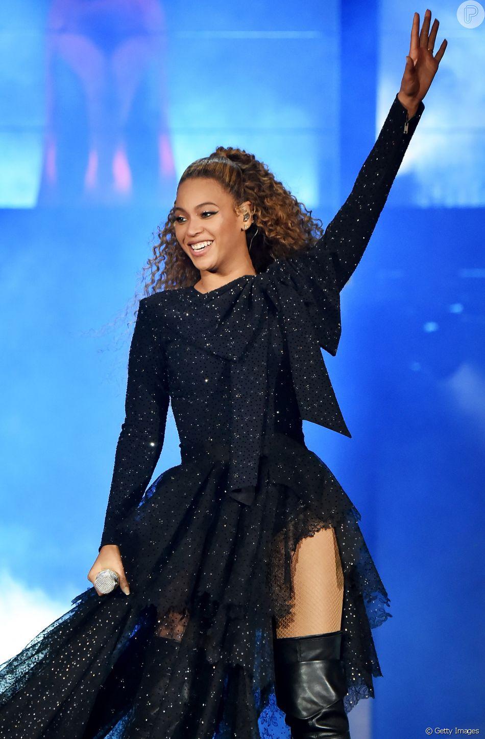 Crianças no colo de Beyoncé em telão de turnê não são os filhos gêmeos, esclarece representante da cantora nesta quinta-feira, dia 07 de junho de 2018