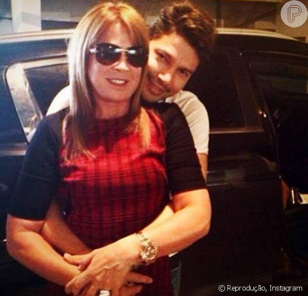 Zilu e Zé Henrique colocam ponto final no relacionamento de três meses, em 18 de julho de 2014