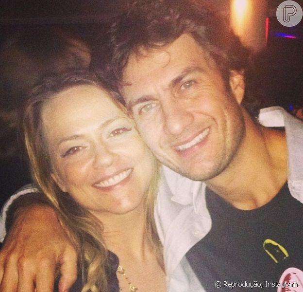 Elenco de 'Em Família' se diverte em festa após assistir ao último capítulo da trama, na última sexta-feira, 18 de julho de 2014