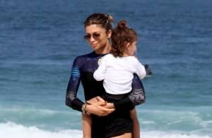 Acompanhada da sobrinha, Grazi Massafera brinca em praia com a filha, Sofia