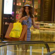 ffd0cdff6c016 Bruna Marquezine faz compras e posa com fãs em shopping do Rio