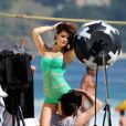 Isabelli Fontana posa sensual para ensaio fotográfico de maiô na praia de Ipanema, Zona Sul do Rio de Janeiro, nesta quarta-feira, 30 de julho de 2014