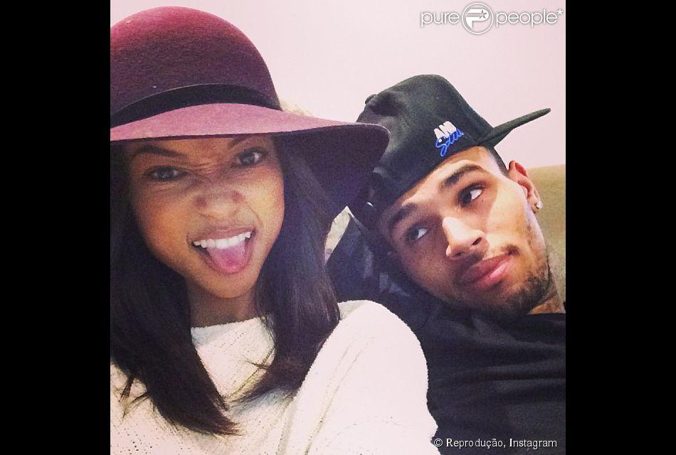 Chris Brown e Karrueche Tran terminam o namoro, em 1 de agosto de 2014
