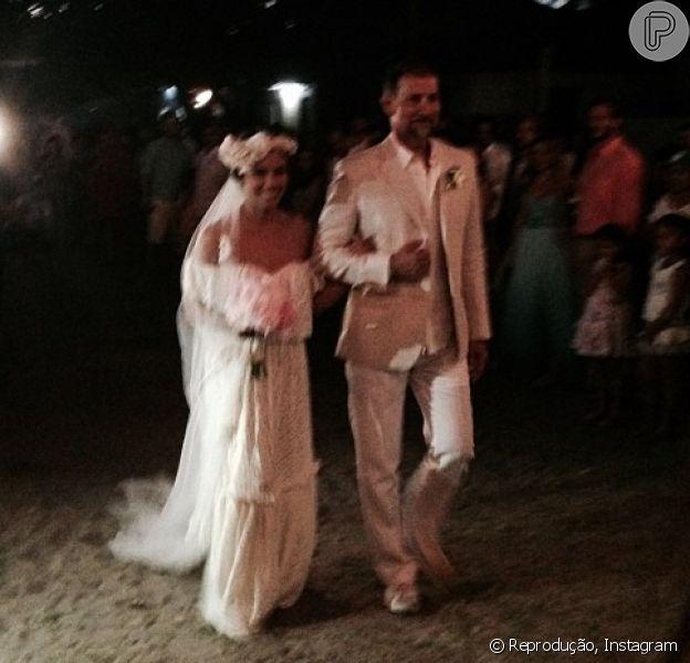 Bia Antony, ex-mulher de Ronaldo Fenômeno, reúne amigos e familiares em seu casamento com Marcelo Ciampolini, em Caraíva, na Bahia, na noite de sábado, 9 de agosto de 2014