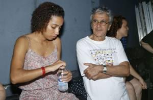 Nova namorada de Caetano Veloso é a comissária de bordo Emily