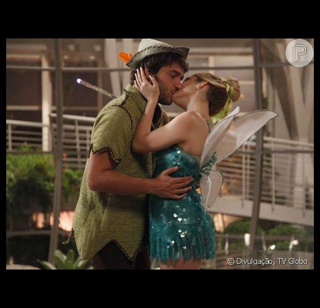 Davi (Humberto Carrão) e Megan (Isabelle Drummond) se beijam, em 'Geração Brasil', em 18 de agosto de 2014
