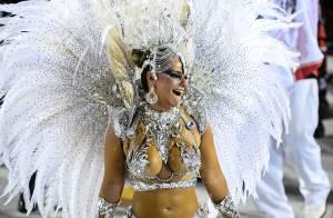 Viviane Araújo brilha com fantasia de R$ 200 mil no desfile do Salgueiro no Rio