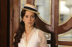 'Lado a Lado': Laura (Estiano) vê Edgar (Fragoso) e Heloisa na confeitaria