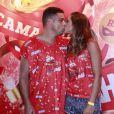 Ronaldo foi fotografado recebendo um beijinho da namorada Paula Morais no Carnaval de 2013