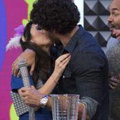 Jesus Luz beija Tatá Werneck em programa e deixa apresentadora envergonhada