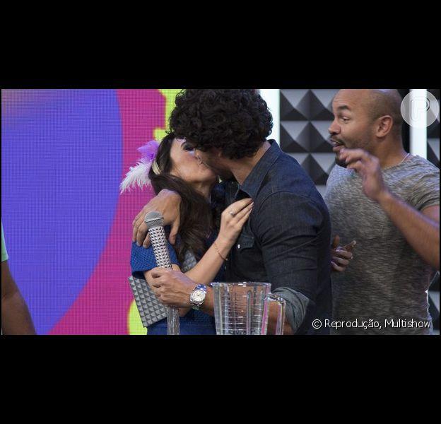 Tatá Werneck foi beijada por Jesus Luz durante a gravação do programa 'Tudo Pela Audiência', exibido pelo Multishow