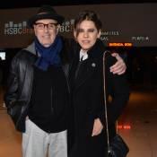 Bárbara Paz prestigia evento musical acompanhada do cineasta Hector Babenco