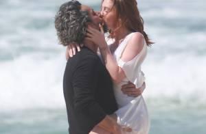 Marina Ruy Barbosa e Alexandre Nero gravam cenas quentes de 'Império' na praia